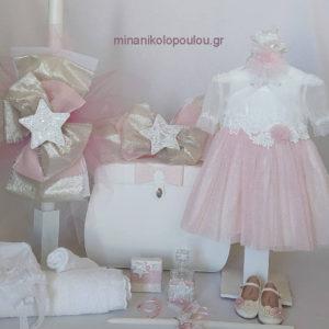 κωδ. P-123 Πακέτο Βάπτισης ΑΣΤΕΡΙΑ. Ρούχα (Φόρεμα Κ-685 εκρού δαντέλα & old pink με μικρά γκλιτεράκια, Μπολερό, Καπέλο ή Μπαντάνα). Παπούτσια & Καλτσάκια. Λαδόπανα, 2 Πετσέτες, Εσώρουχα, Λαμπάδα, 3 Κεράκια, Μπουκάλι λαδιού, Σαπούνι, ΒΑΛΙΤΣΑ δερματίνη & 50 μαρτυρικά. 400,00 €. ΕΤΟΙΜΟΠΑΡΑΔΟΤΟ