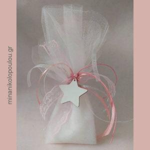 Κωδ. BCR-200 Μπομπονιέρα Βάπτισης Αστέρι ξύλινο (5εκ) λευκό, ροζ πέρλα, με 5 κουφέτα σε 2 τούλια (48εκ), δεμένη με σατέν & δαντελένιες κορδέλες. Για 50-150 τεμ. 1,95 €/τεμ.