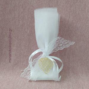 Κωδ. Κ-100 Μπομπονιέρα Γάμου Μεταλλική Καρδιά (5εκ) , 5 κουφέτα σε 2 τούλια γαλλικά (50εκ), δεμένη με κορδέλες σατέν & δαντέλα. Χρώματα: λευκό, εκρού. Για 50-150 τεμ. 2,00 €/τεμ.