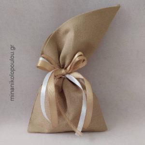 Κωδ. Ρ-210 Μπομπονιέρα Γάμου Πουγκί μυτερό (14x28εκ), 5 κουφέτα, δεμένη με κορδέλες σατέν & χρυσή. Χρώματα: σάπιο μήλο, άμμου, λευκό, εκρού. Για 50-150 τεμ. 2,30 €/τεμ.