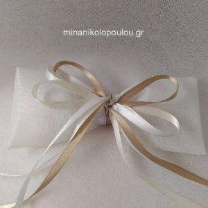 Κωδ. Ρ-800 Μπομπονιέρα Γάμου Φιόγκος (13εκ), 9 κουφέτα σε τούλι-ύφασμα (45εκ), δεμένη με κορδέλες σατέν. Για 50-150 τεμ. 1,80 €/τεμ.
