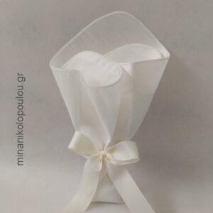 Κωδ. Κ-450 Μπομπονιέρα Γάμου Κλασσική, από σαντούκ (48εκ), 5 κουφέτα, δεμένη με κορδέλα γκρο (2,5εκ). Για 50-150 τεμ. 2,30 €/τεμ.
