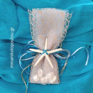Κωδ. BCR-1251 Μπομπονιέρα Βάπτισης Αστερίας (8εκ), 5 κουφέτα σε τούλι & δίχτυ (30εκ), δέσιμο με κορδέλες σατέν. Για 50-150 τεμ. 2,40 €/τεμ.