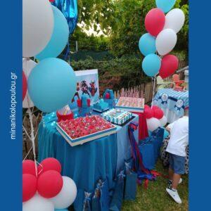 Διακόσμηση τραπεζιού γλυκών με θέμα τους Σούπερ Ήρωες σε παιδικό πάρτι - βάπτιση